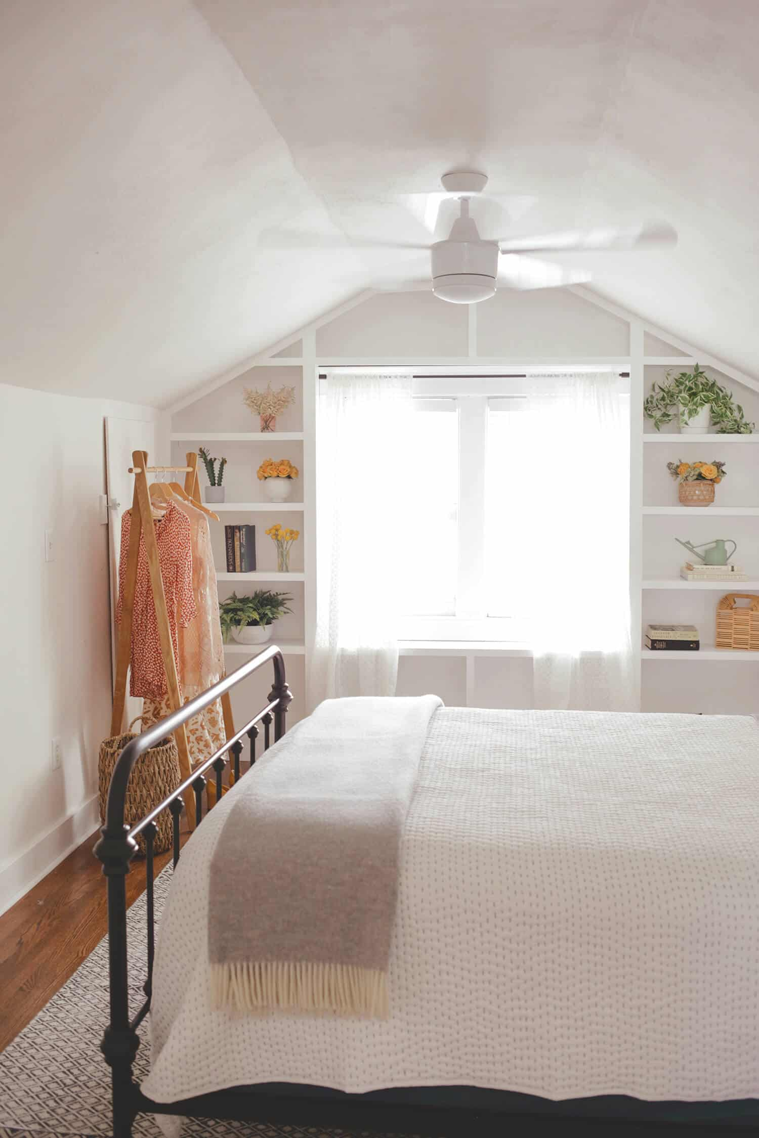 How to set up the ultimate airbnb space a beautiful mess - How to furnish a small bedroom ...