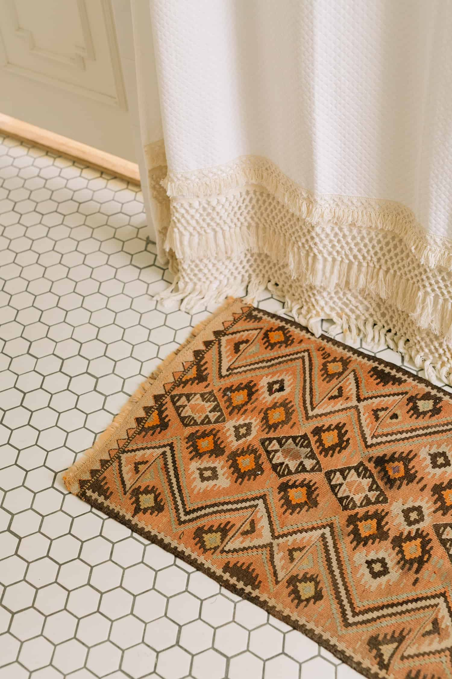 How To Shop For Vintage Rugs