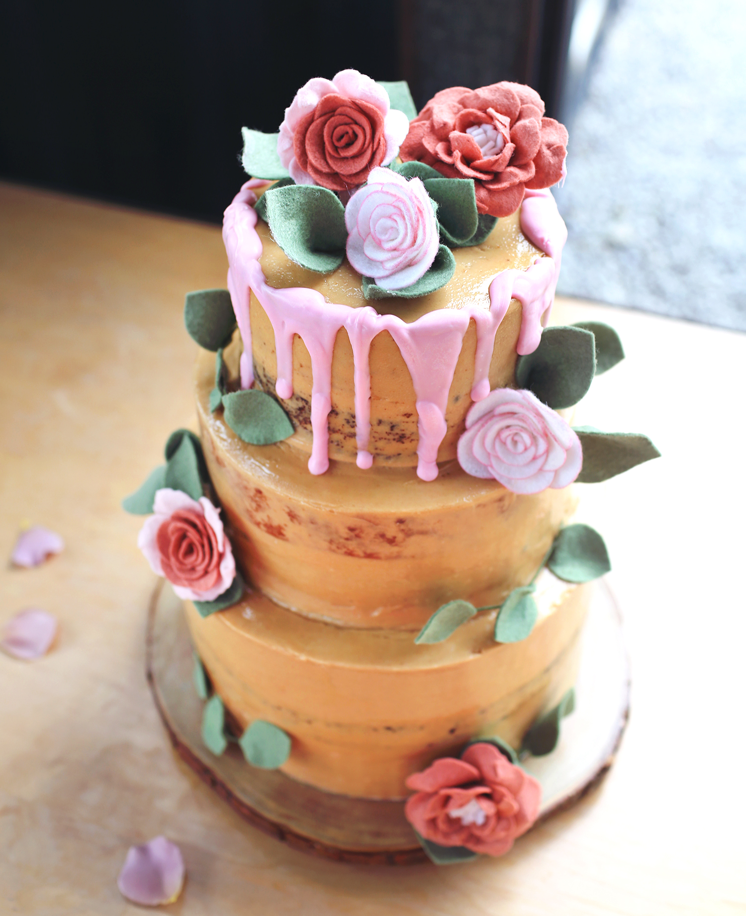 How To Make A Wedding Cake A Beautiful Mess