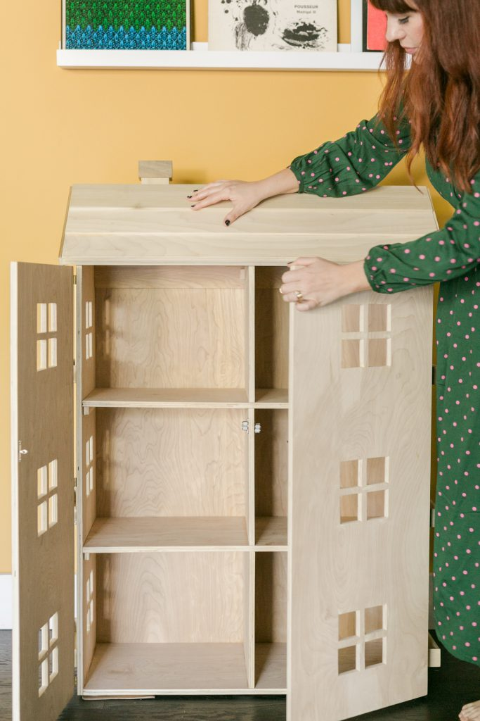 How to Build a DIY Dollhouse