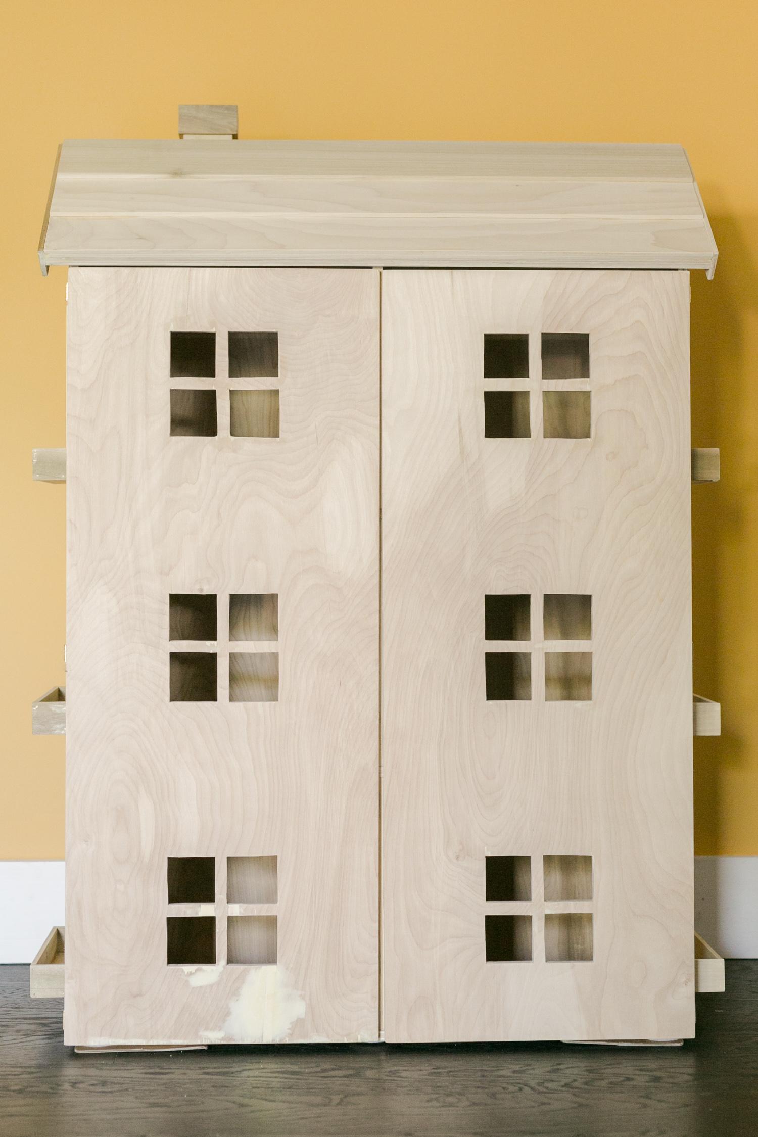 How to Build a DIY Dollhouse