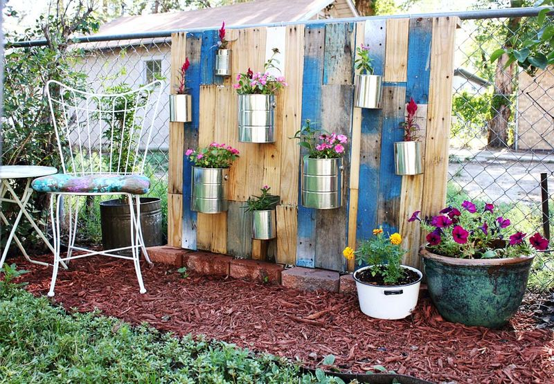 Pallet Vertical Garden A Beautiful Mess - Pallet-garden-ideas