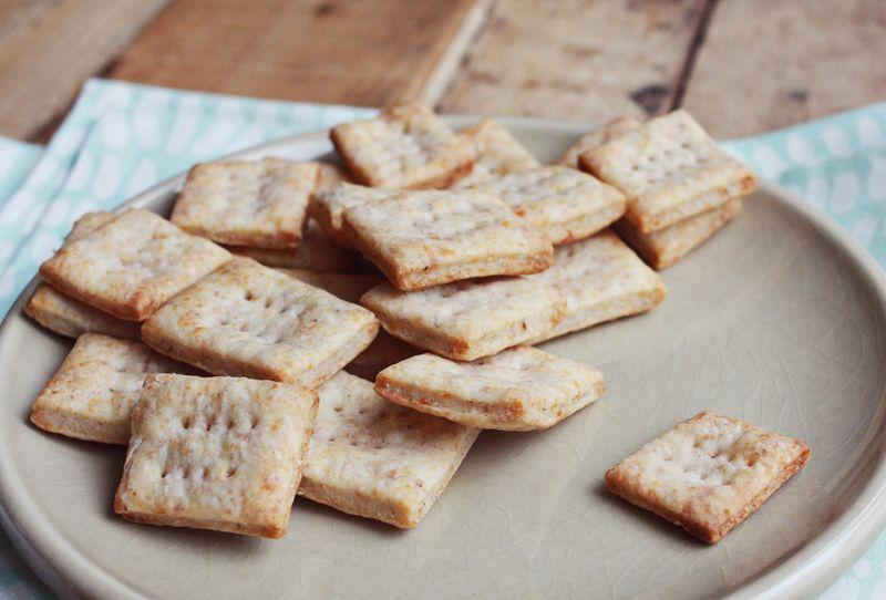 Cheesy crackers