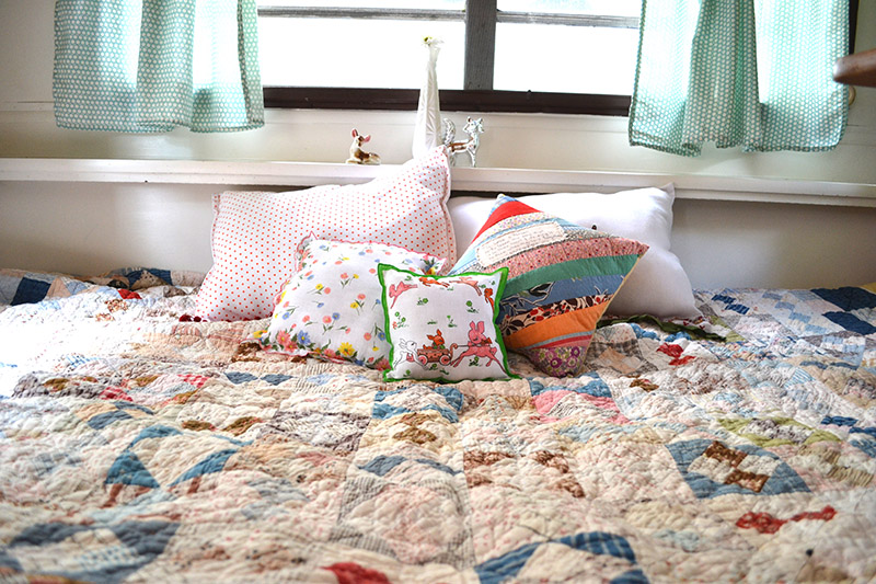 MIsmatched vintage pillows and blankets