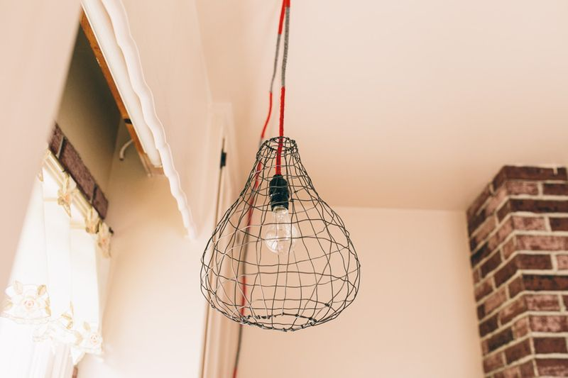 Wire lighting fixture