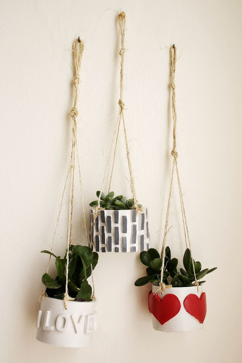 Make your own mini planters using polymer clay! Click though for the full tutorial!