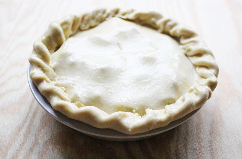 Autumn tradition-baking apple pie