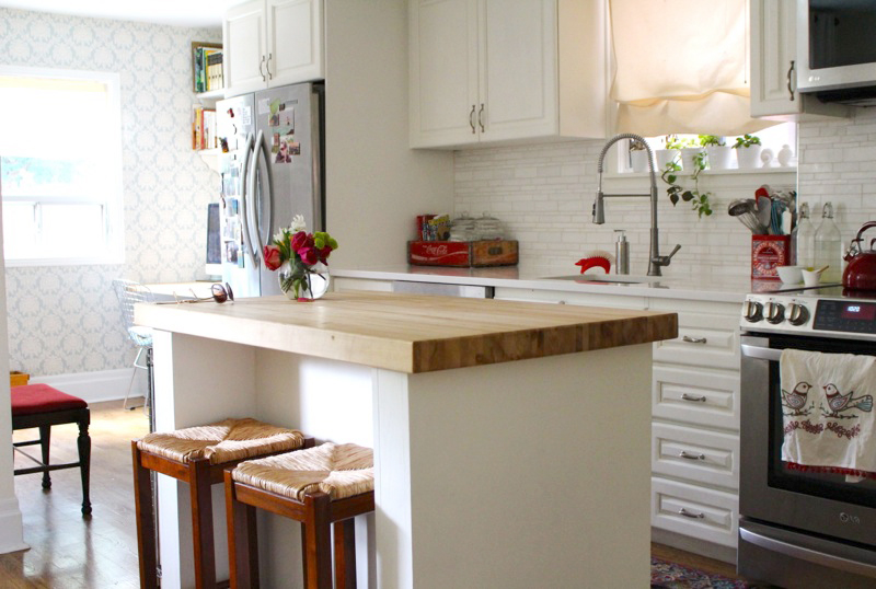 Love how clean and bright this kitchen is!