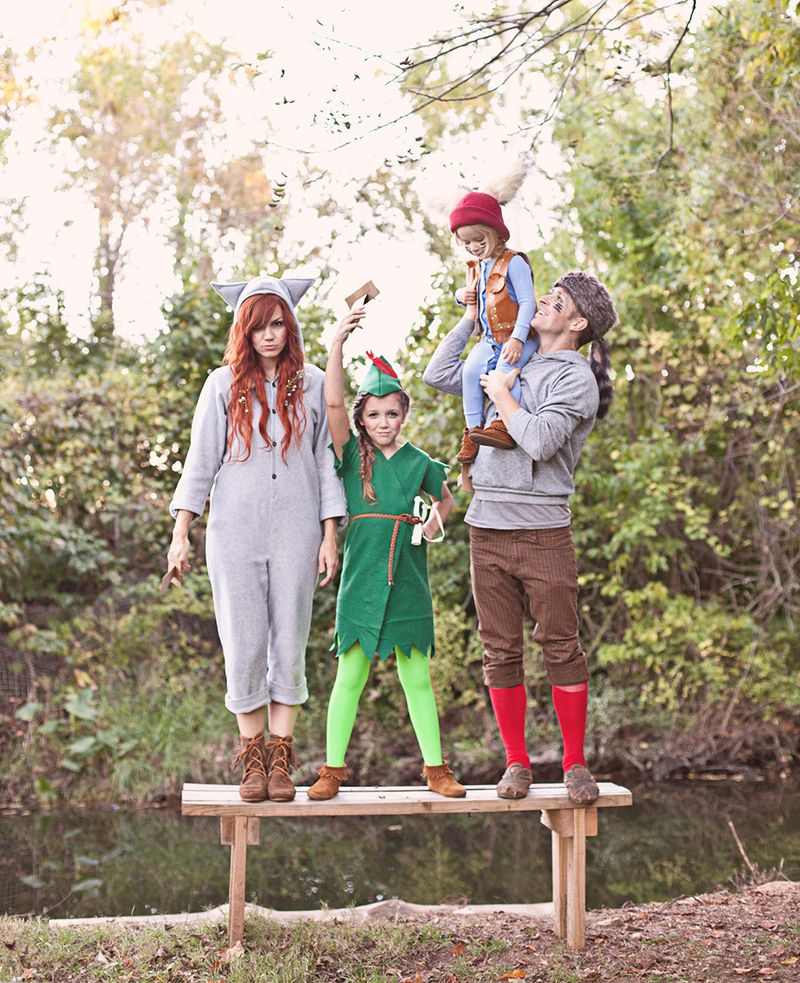 Love this family costume idea-- Peter Pan and the Lost Boys (includes costume DIYs)