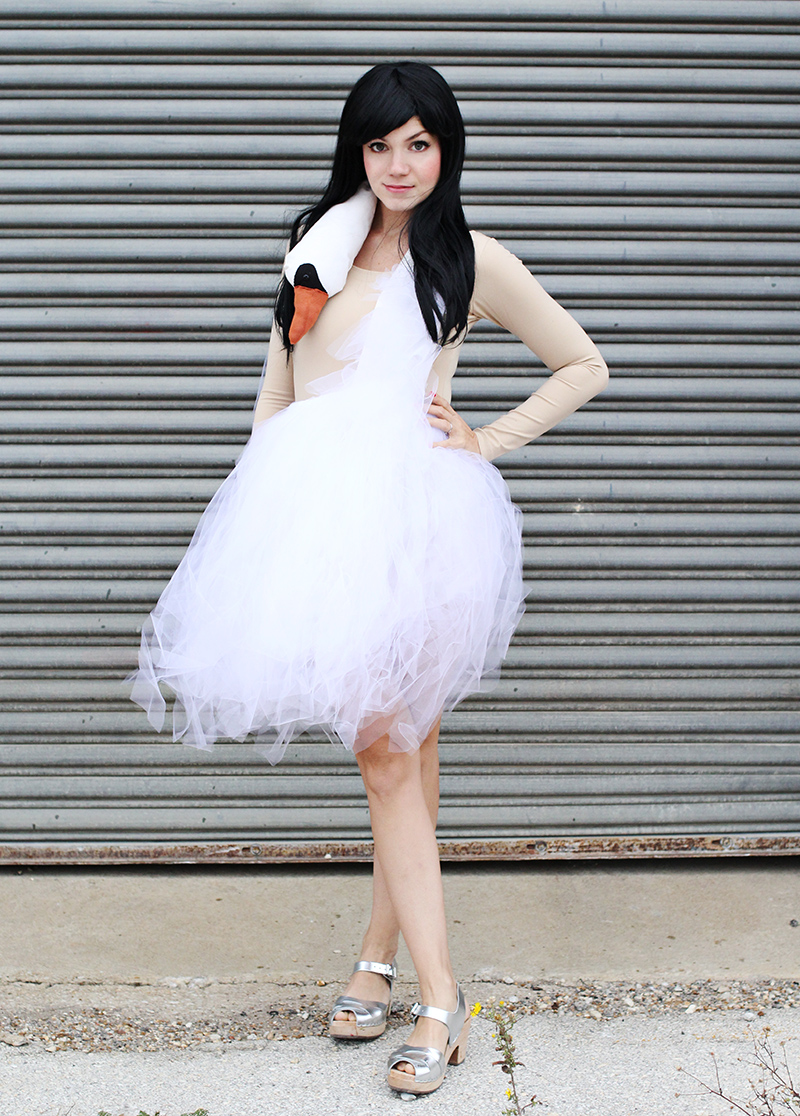 Costume Tutorial for the Bjork Swan dress!