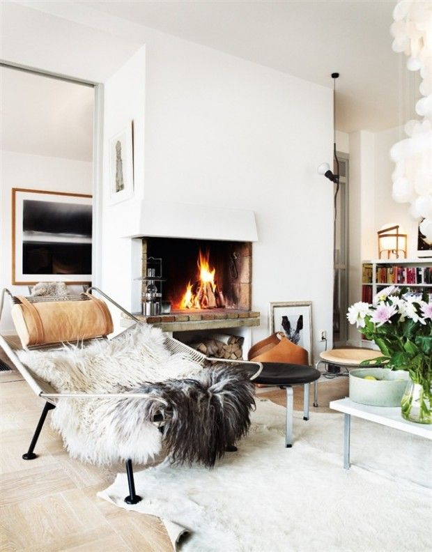 Simple modern fireplace… in love!