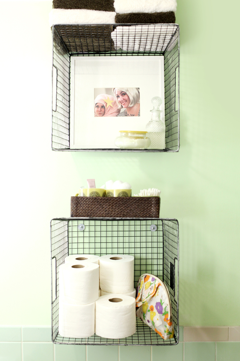 Hanging wire baskets for vertical storage is such a cute way to organize your bathroom! Click through for styling tips and hanging directions.