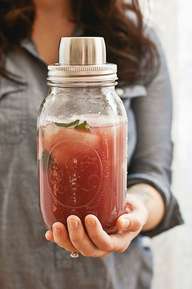 Pomegranate Rum Punch (click through for the recipe!)