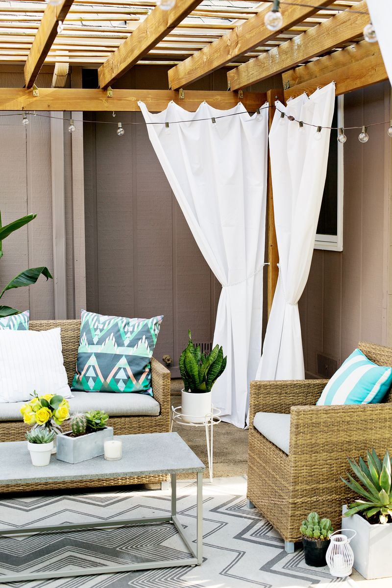 Make Your Own Outdoor Pergola Curtains Click Through For Tutorial