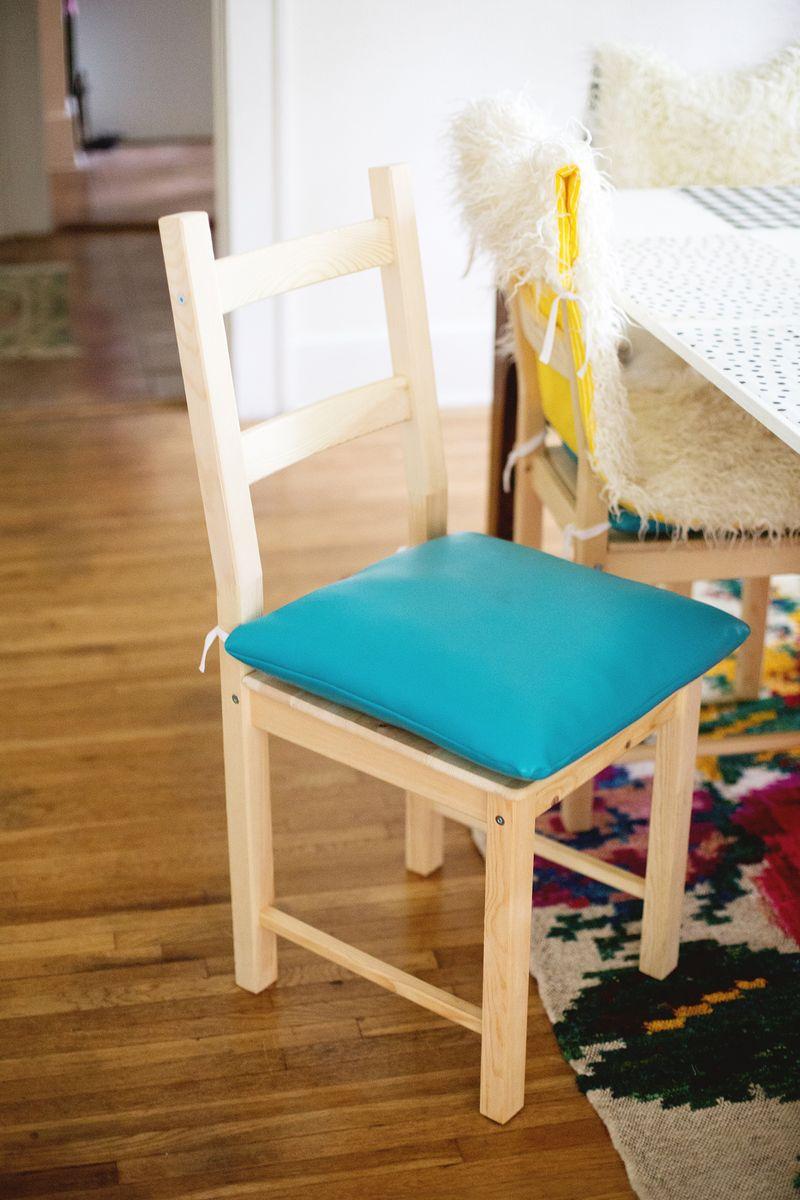DIY vinyl chair cushions (click through for tutorial)