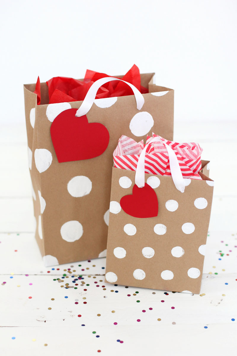7a8c541cbed14 How To Make Professional-Looking Gift Bags - A Beautiful Mess