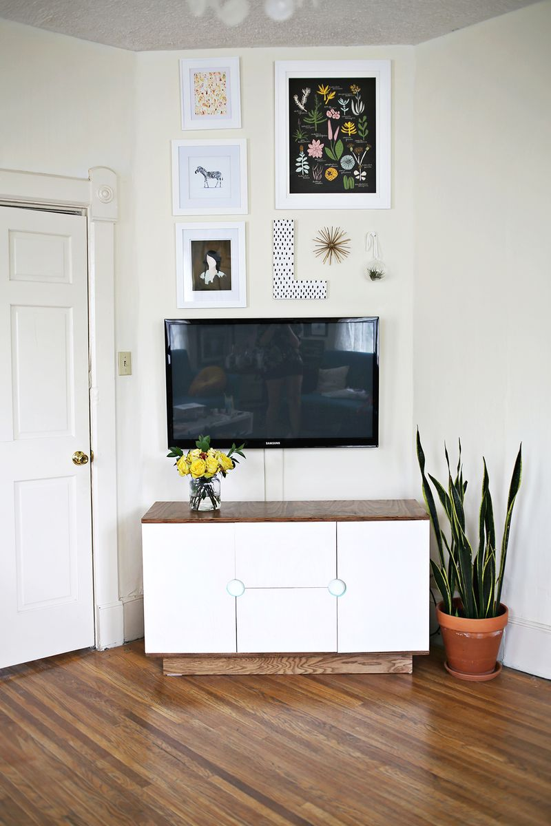 TV area in Elsie Larson's Home (via A Beautiful Mess)