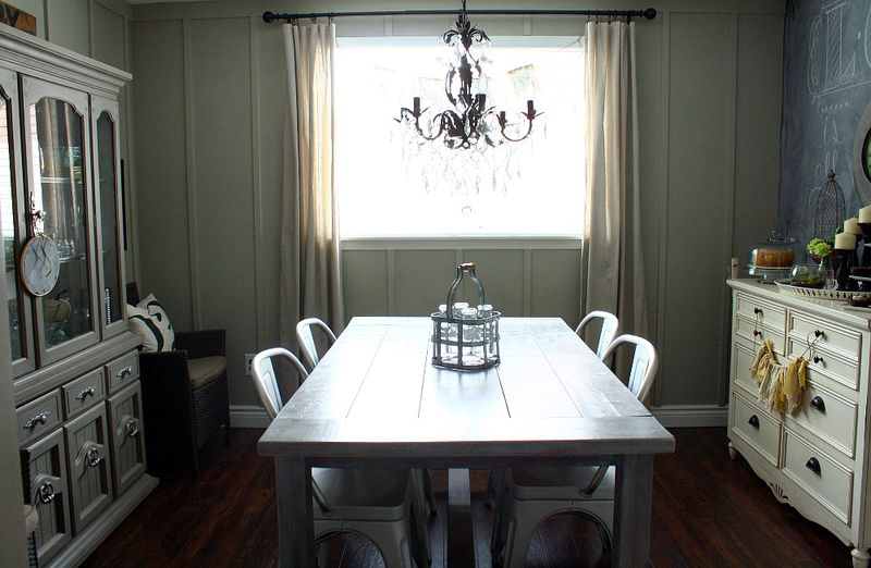 Love this classic dining room