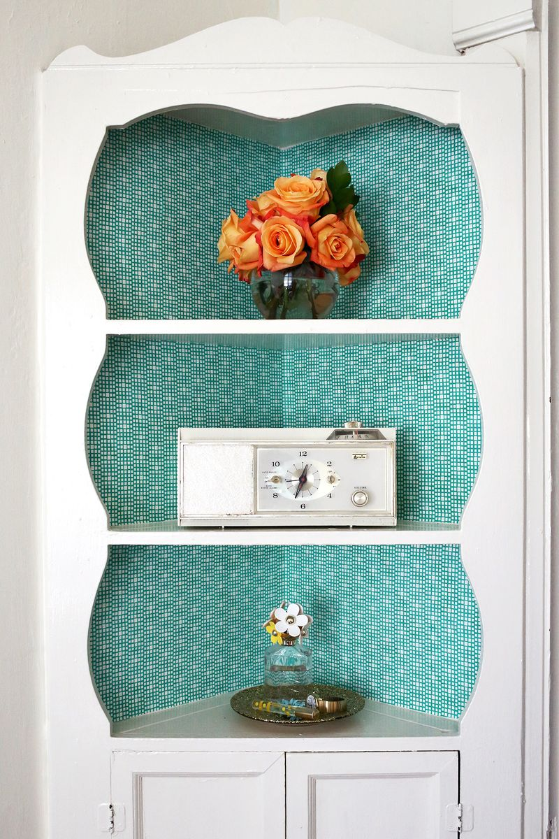 Fabric lined built-in shelves (click through for tutorial!)