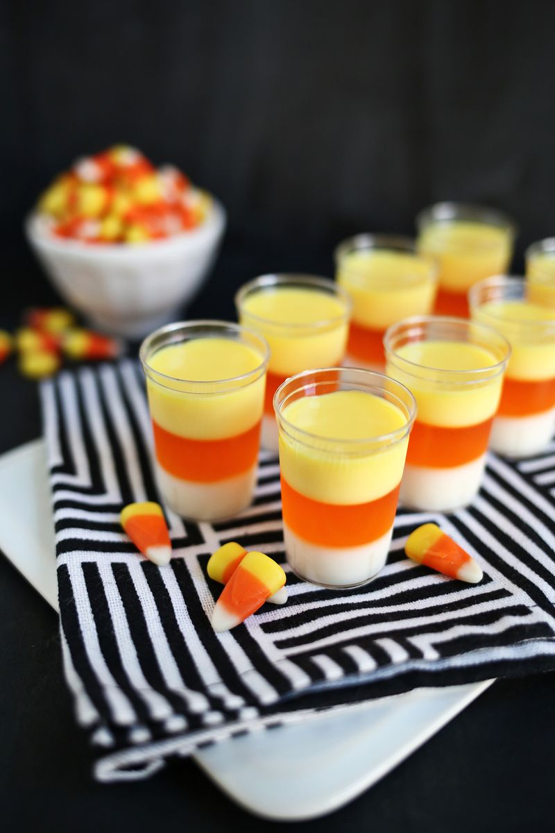 Foto: A Beautiful Mess // shots - halloween - recept - snoep