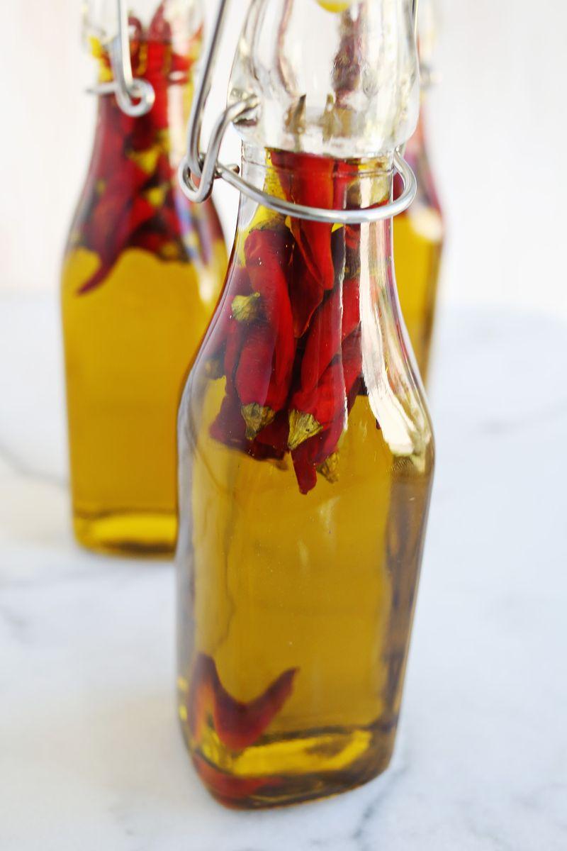 Homemade hot pepper oil