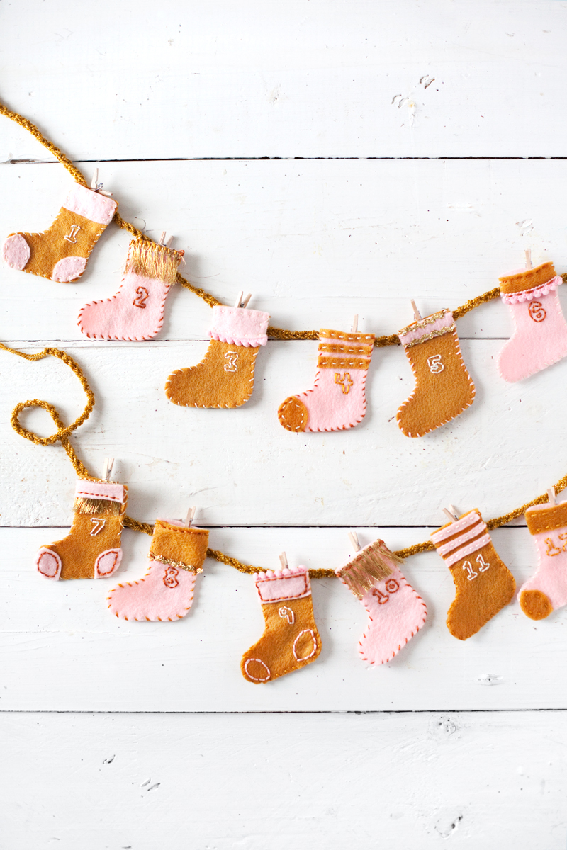 DIY Stocking Advent Calender Garland