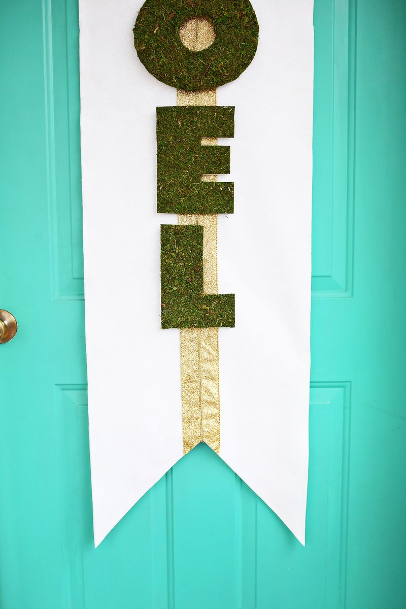 Noel door banner DIY (click through for tutorial)