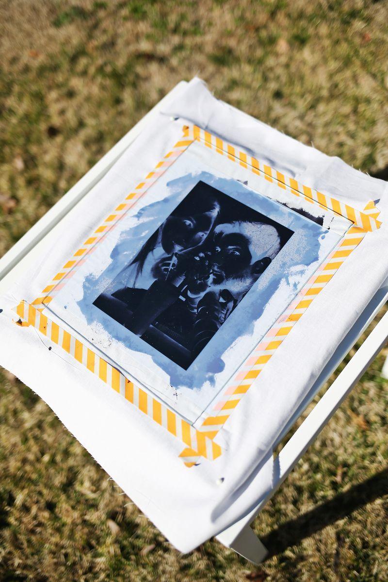 Use the Sun to Print Photos Onto Fabric! (click through for tutorial)