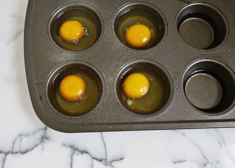 How to bake eggs in a muffin pan