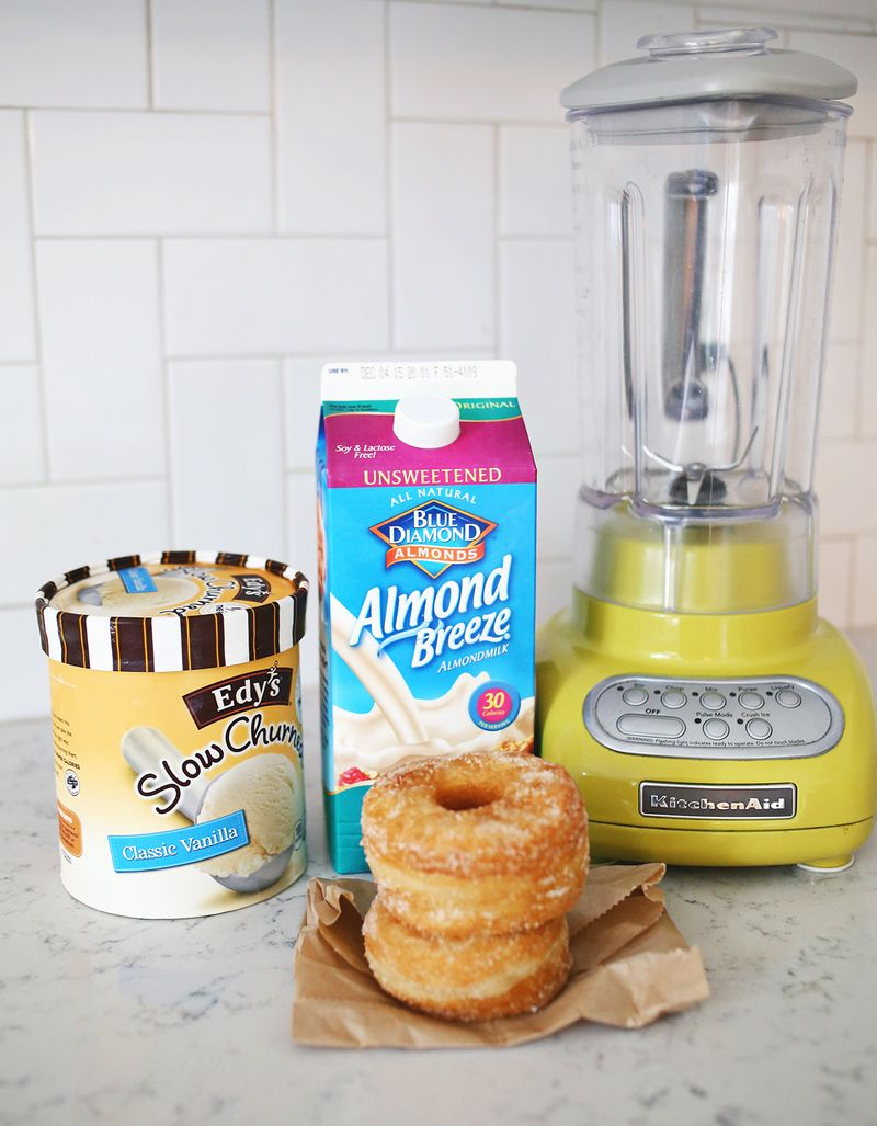Omg! a donut milkshake! making this ASAP