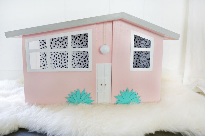 How cute is this!?! Palm Springs style scratching house (click through for tutorial)