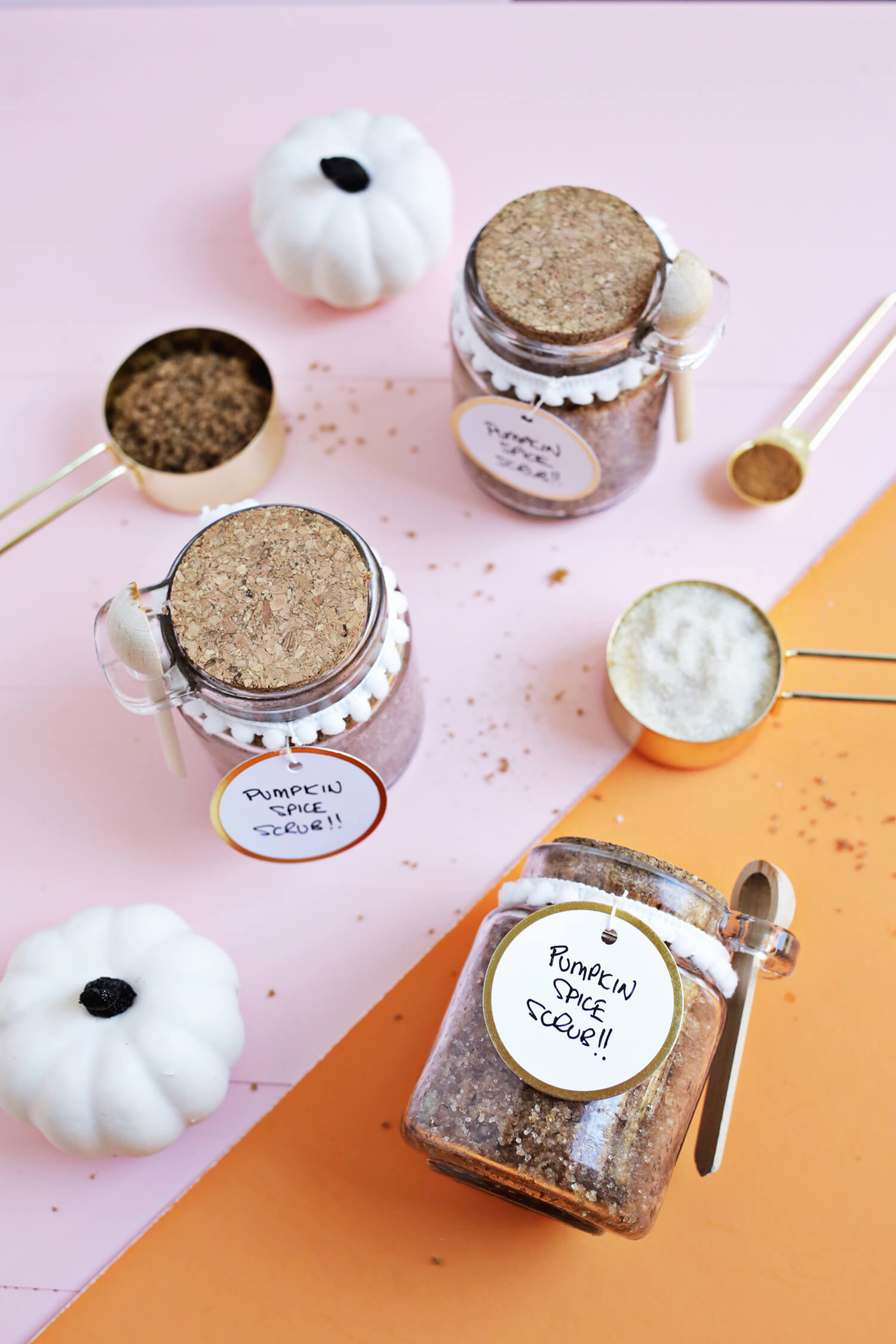 Pumpkin Spice Sugar Scrub DIY (click through for recipe)