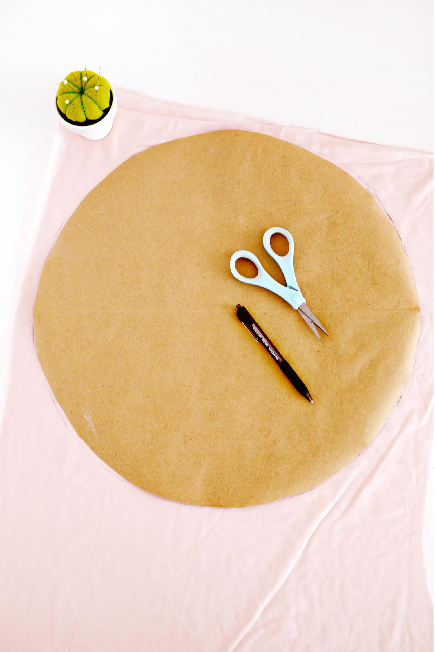 Adorable Round Felt Ball Pillow DIY (click through for tutorial)