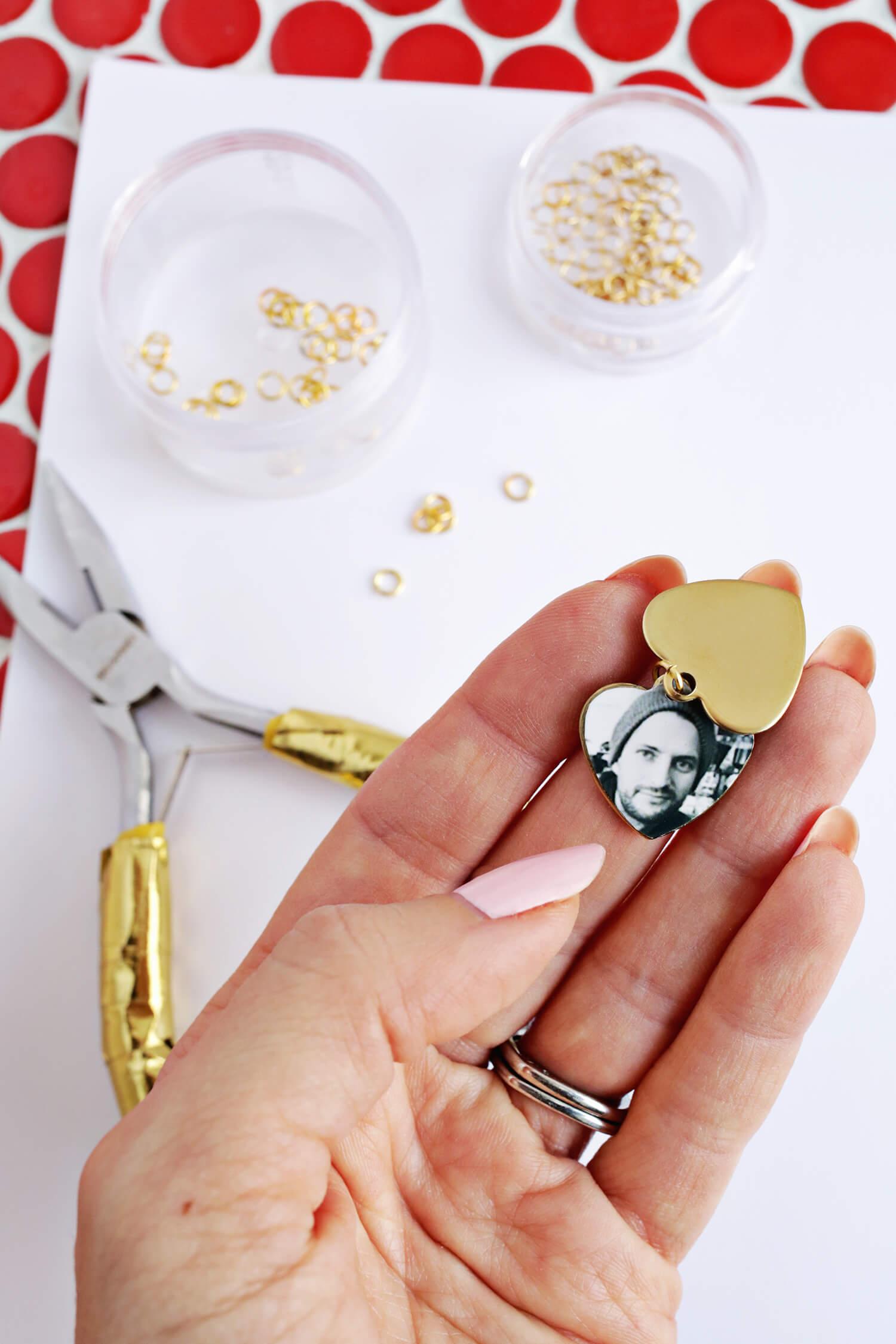 Swinging Heart Photo Locket DIY (click through for tutorial)