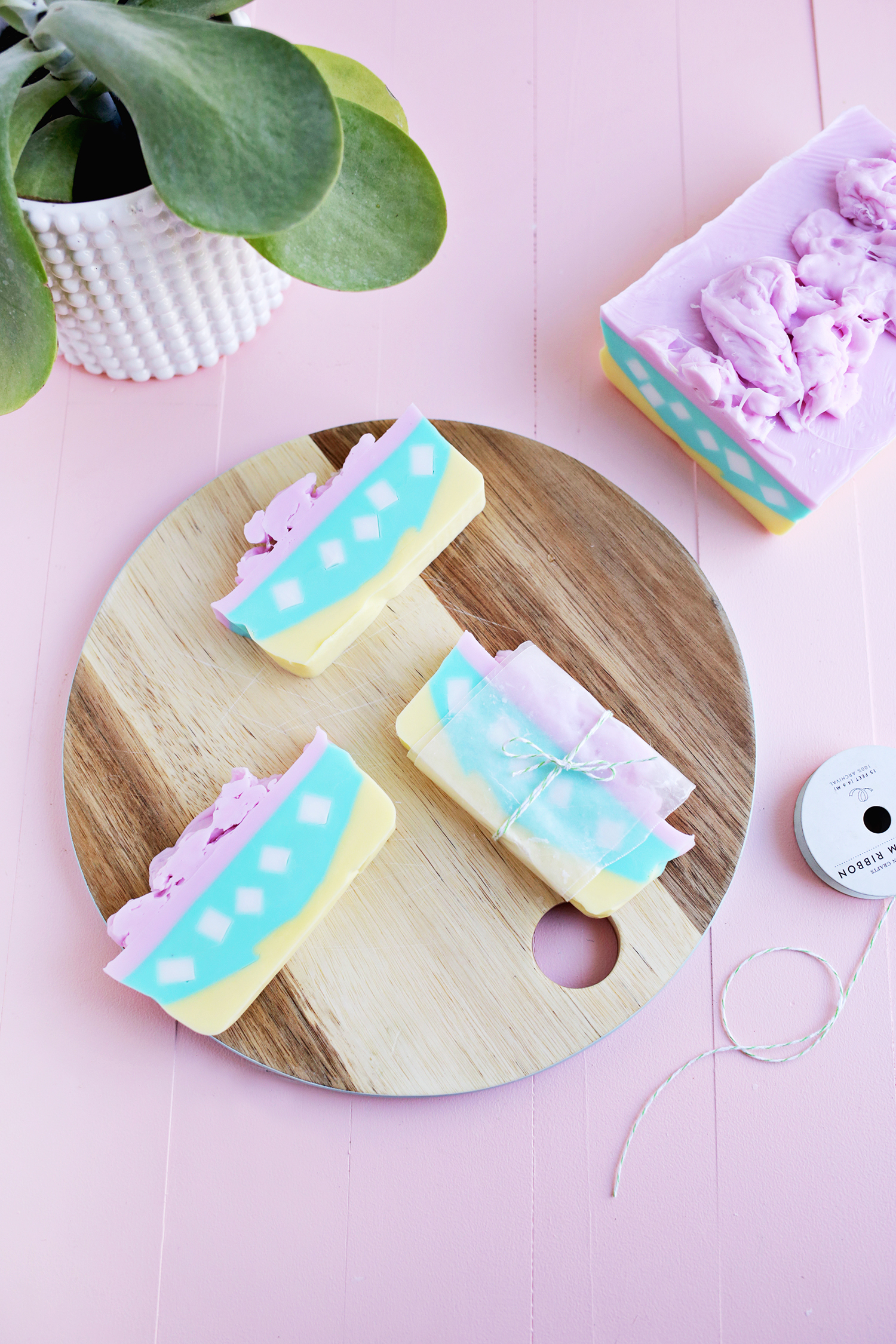 So pretty! Layered soap DIY (click through for tutorial)