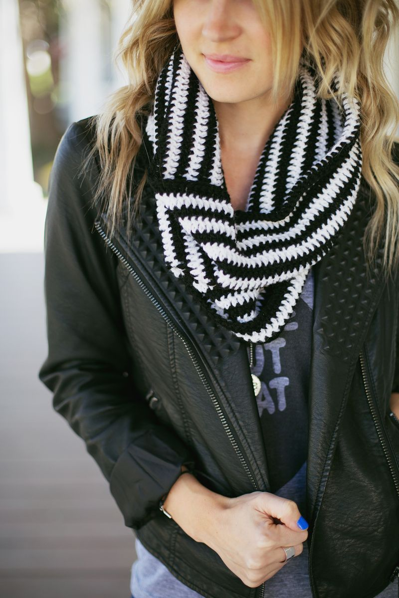Make this crocheted cowl!
