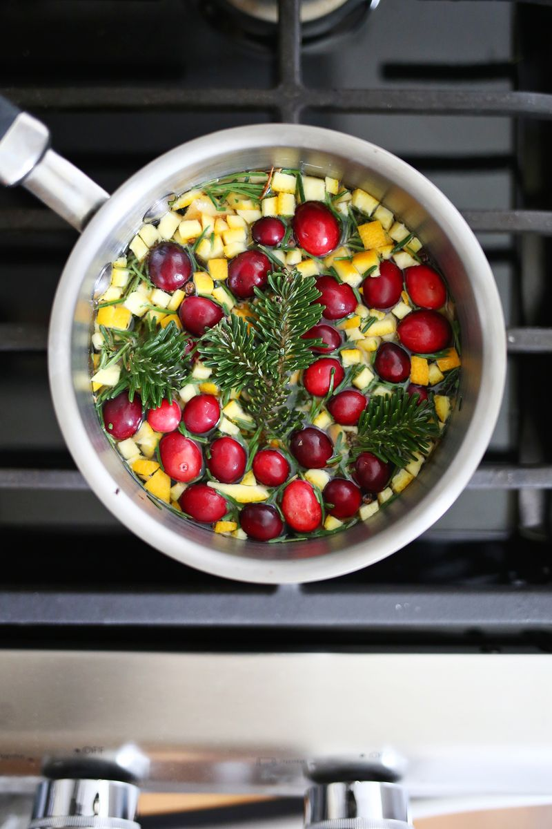 Smells so good! Evergreen + Cinnamon Stove Simmer (click through for recipe)