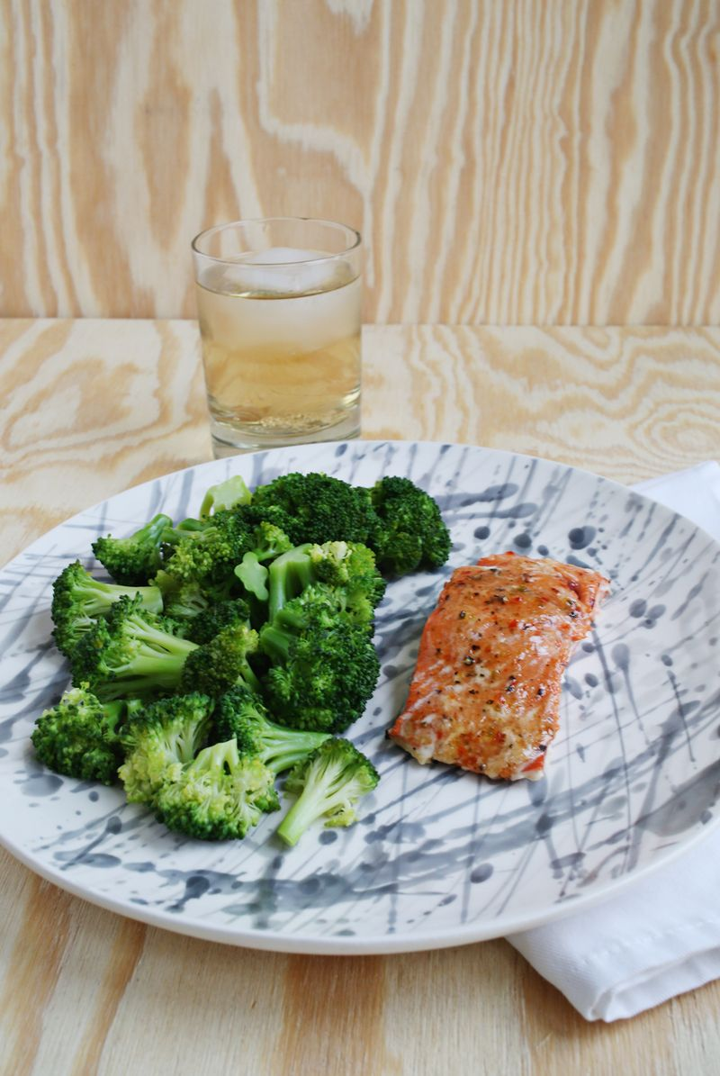 Sweet Chili + Garlic Salmon (via abeautifulmess.com)