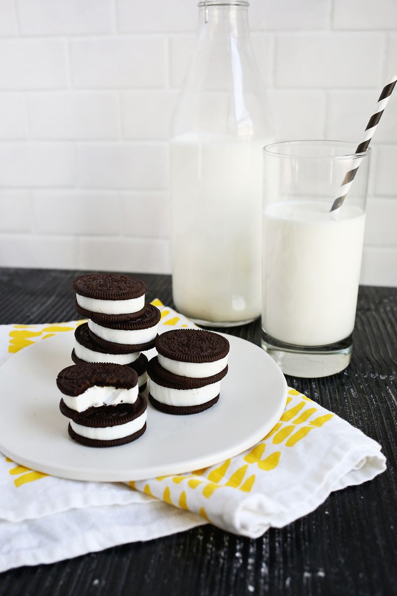 Shut up!! Double Stuffed Oreo Jello Shots!! (click through for tutorial)