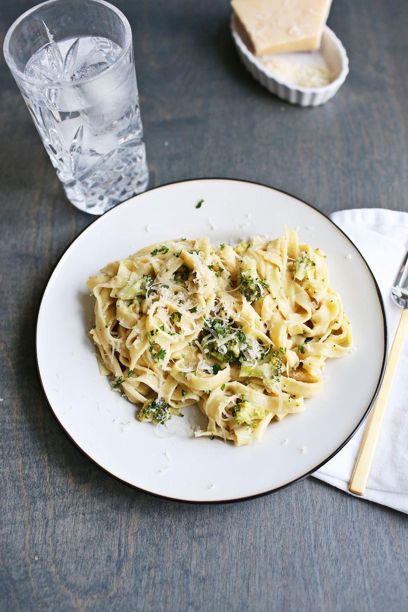 One pot creamy broccoli pasta (via abeautifulmess.com)