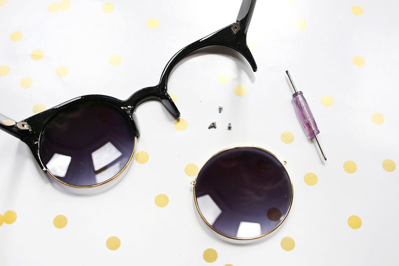 Have to try this! Glitter sunglasses DIY (click through for tutorial)