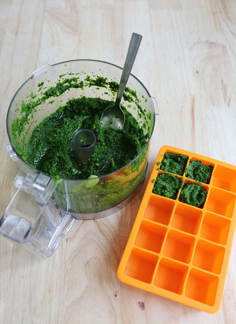 How to make frozen spinach cubes (for smoothies!)