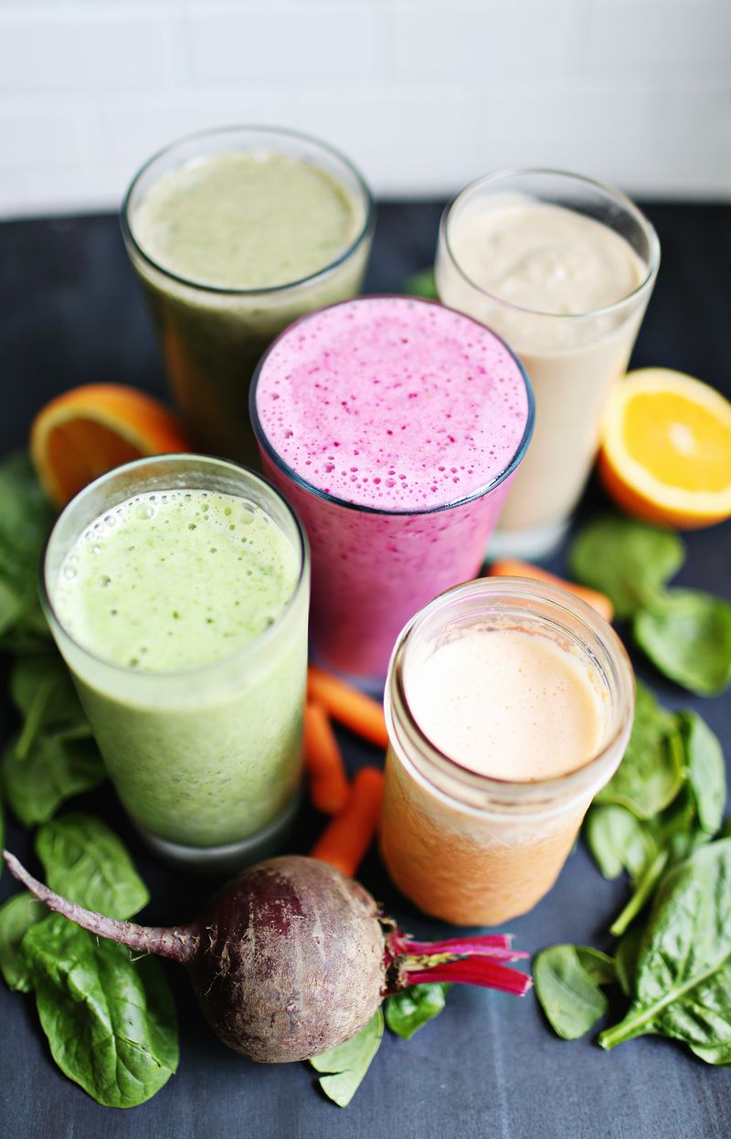5 favorite breakfast smoothies (via abeautifulmess.com)