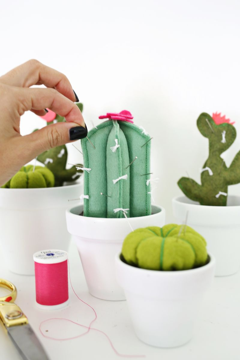 Adorable! cactus pincushion DIY (click through for tutorial)