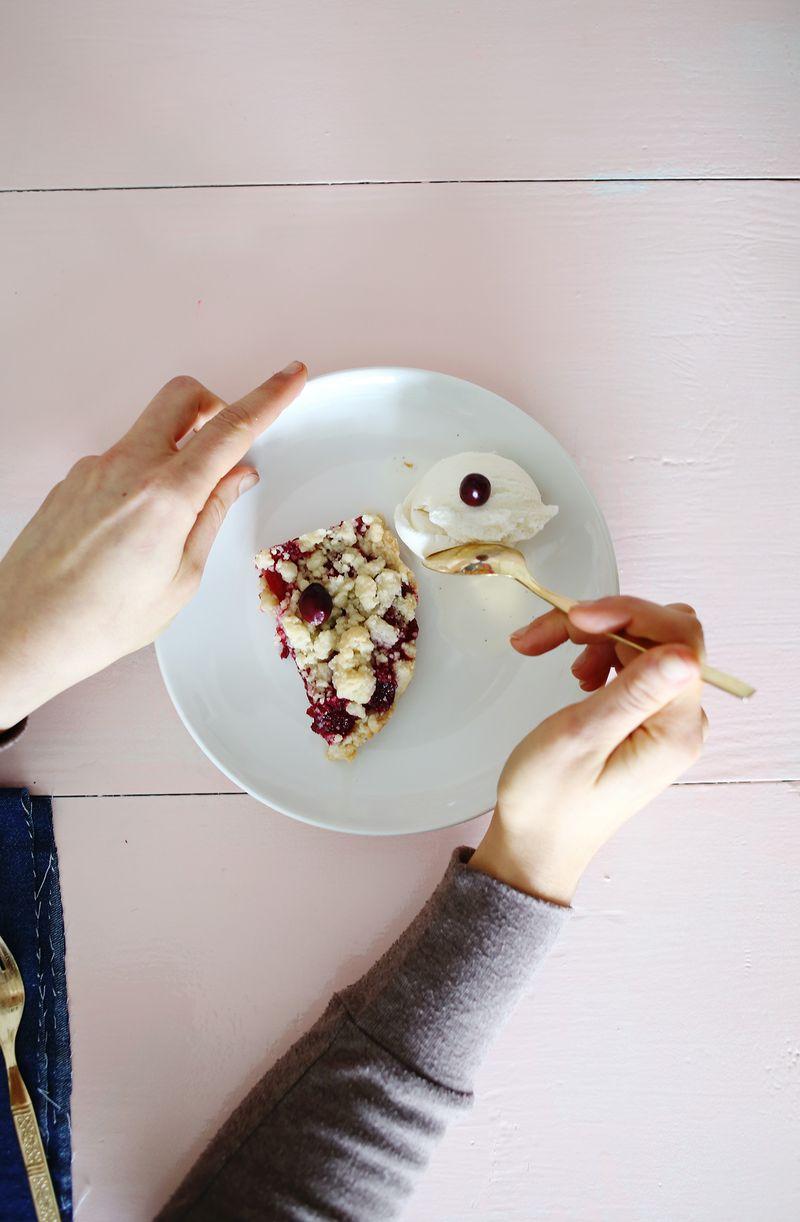 Cranberry pie bars with vanilla ice cream