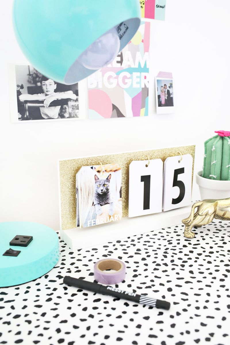 Such a cute DIY calendar! (click through for tutorial)