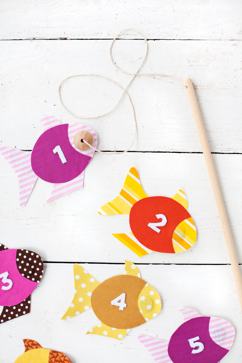 easy no-sew fabric fishing game for kids