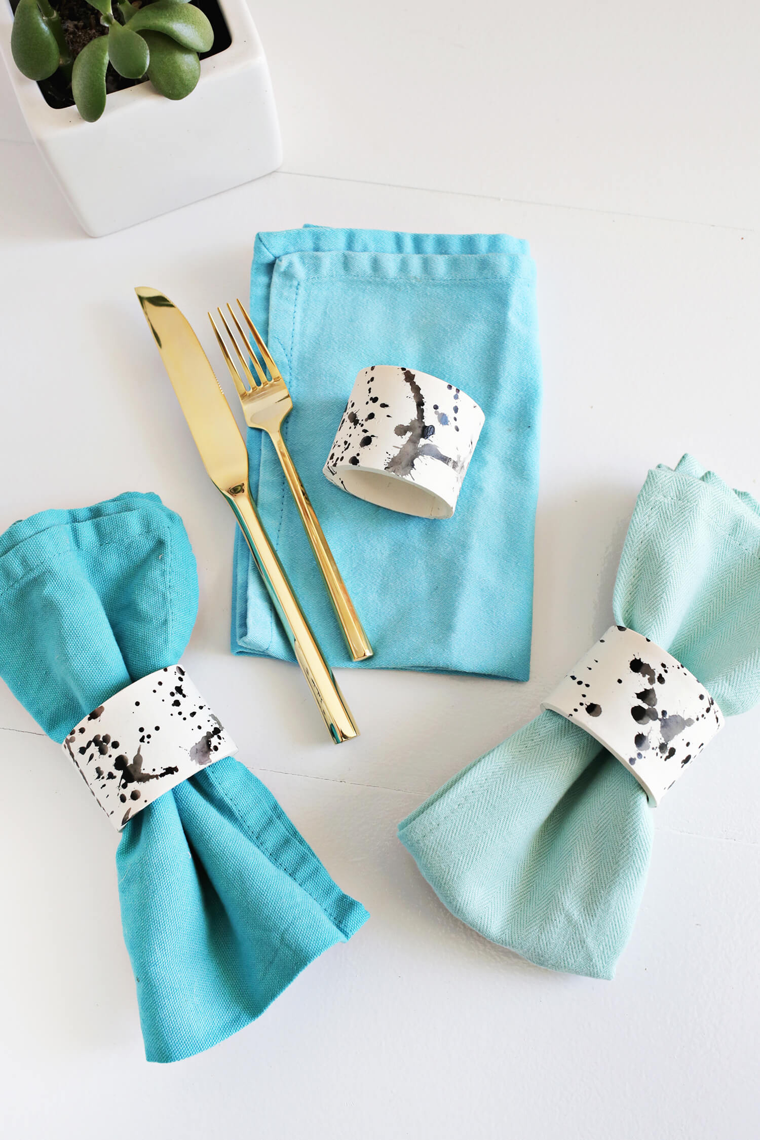 DIY Splatter Napkin Rings (click through for tutorial)