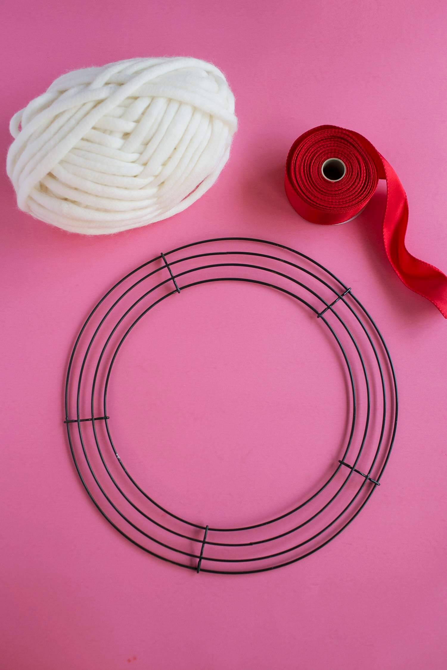 How to make a yarn wreath