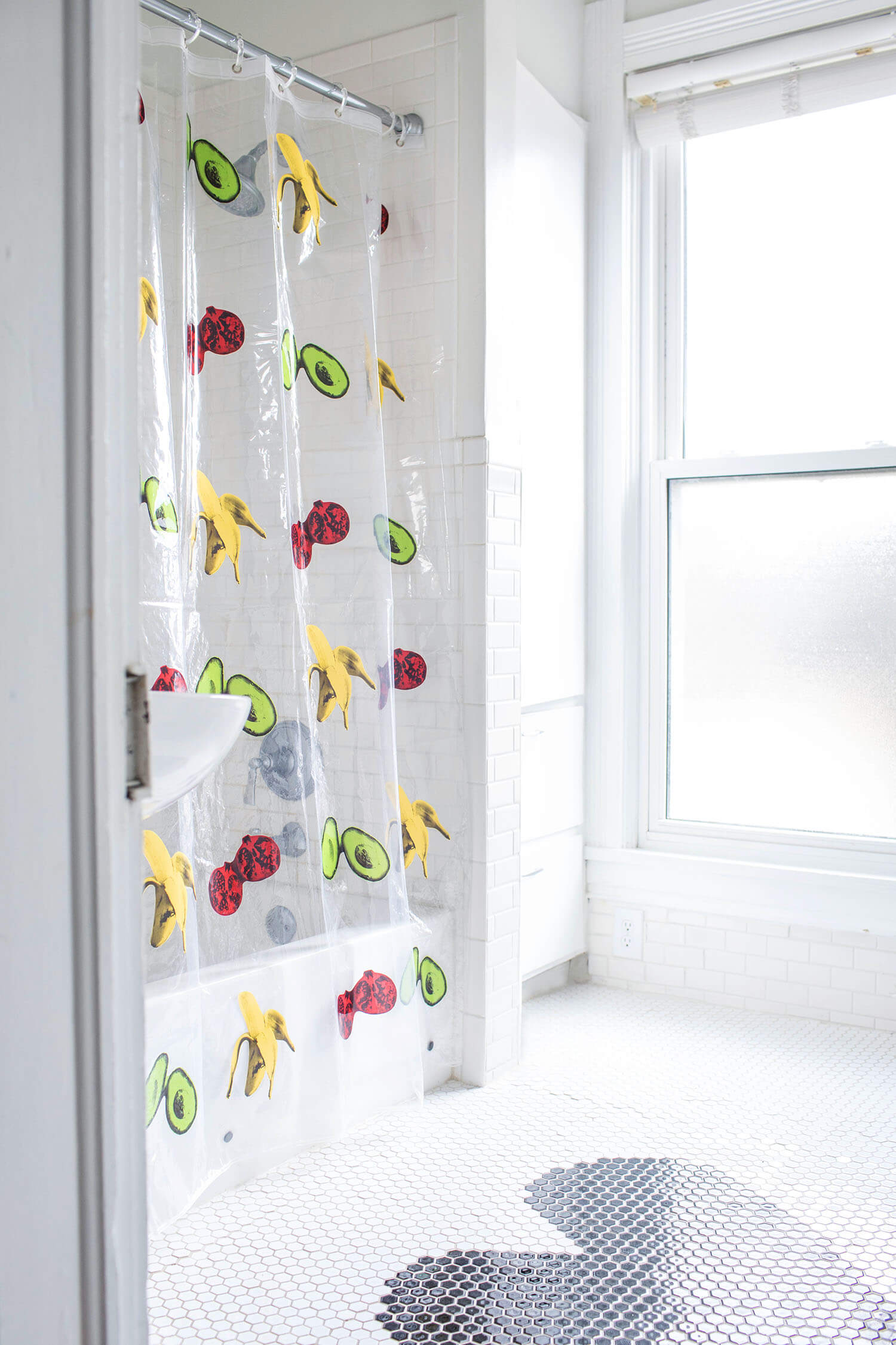 DIY shower curtain (via abeautifulmess.com)